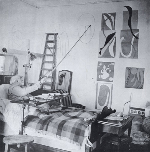 Henri-Matisse-in-bed-drawing-on-the-wall